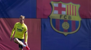 De Jong e Junior, quase prontos. EFE/ Enric Fontcuberta/Archivo