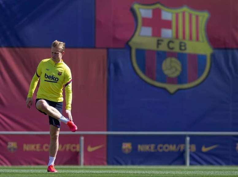 De Jong and Firpo could be back for the Valladolid match. EFE