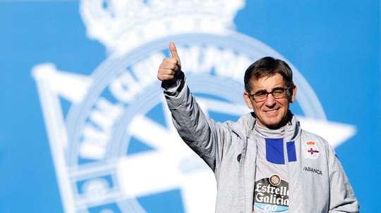 Fernando Vázquez no se sentará más en el banquillo. EFE