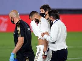 Benzema treina normalmente após ter deixado o jogo com dores. EFE/JuanJo Martín