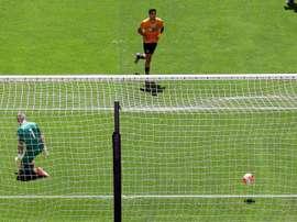 Los Wolves golearon de la mano de Raúl Jiménez. EFE