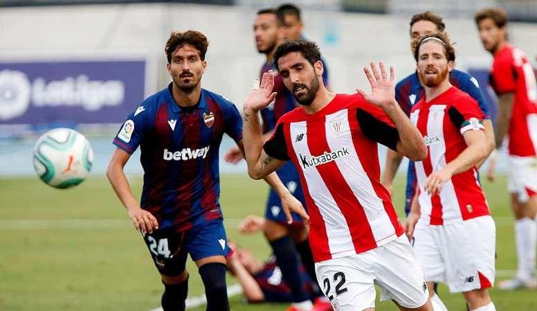 Raúl García ha bajado su nivel de participación en las últimas jornadas de LaLiga. EFE