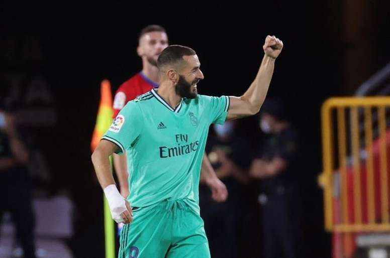 Karim Benzema marcou o segundo gol da vitória do Real Madrid sobre o Granada. EFE/JuanJo Martín