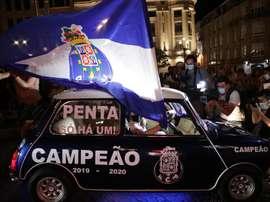 Poca seguridad en la celebración del título en Oporto. EFE