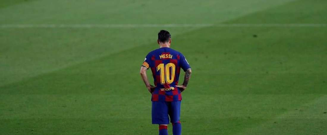 10-man Osasuna beat below par Barcelona in a frustrating night for Messi . EFE