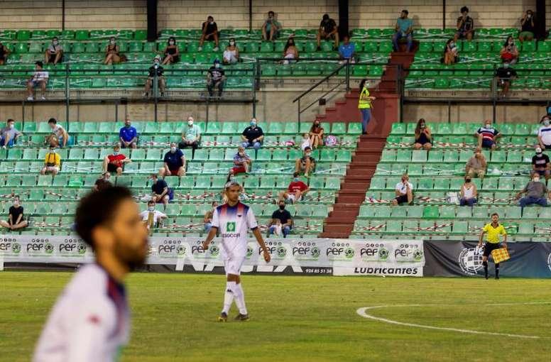 El fútbol amateur, en pie de guerra por la posible cancelación de Segunda B y Tercera. EFE