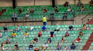El Villanovense-Extremadura B fue presenciado por algunos espectadores. EFE/ Jero Morales