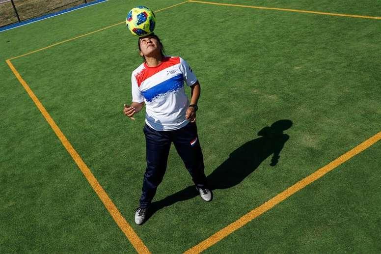 Irma Cuevas no quiere dejar el fútbol. EFE