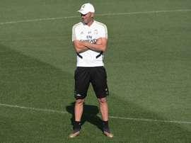 Zidane dio protagonismo al balón en la sesión 'merengue'. EFE