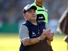 Maradona, Alves y Santa Cruz, reclamos solidarios de la CONMEBOL. EFE