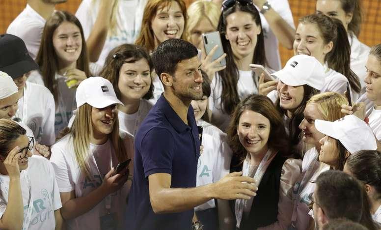 En la imagen el tenista serbio Novak Djokovic (c). EFE /ANDREJ CUKIC /Archivo