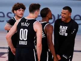 Timothe Luwawu-Cabarrot (d) de los Nets de Brooklyn celebra con sus compañeros de equipo, en el ESPN Wide World of Sports Complex en Kissimmee, Florida (EE.UU.), hoy 4 de agosto de 2020. EFE/Erik S. Lesser