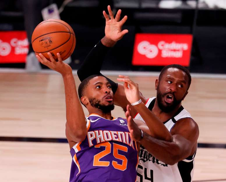 El triunfo permitió a los Suns ponerse con marca de 3-0, el primer equipo que lo consigue en la burbuja de Orlando y se mantienen en la lucha de alcanzar los playoffs dentro de la Conferencia Oeste. EFE /ERIK S. LESSER