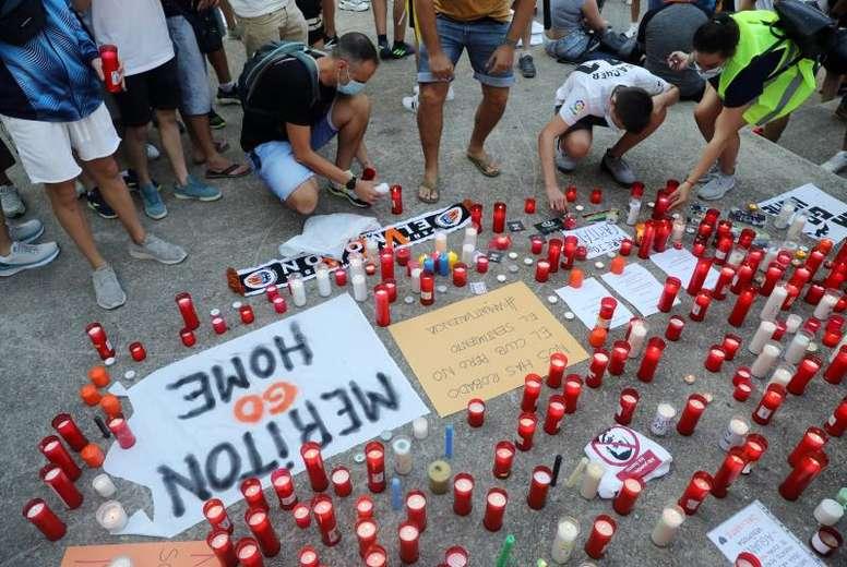 Más de mil valencianistas mostraron su indignación contra Lim y Murthy. EFE