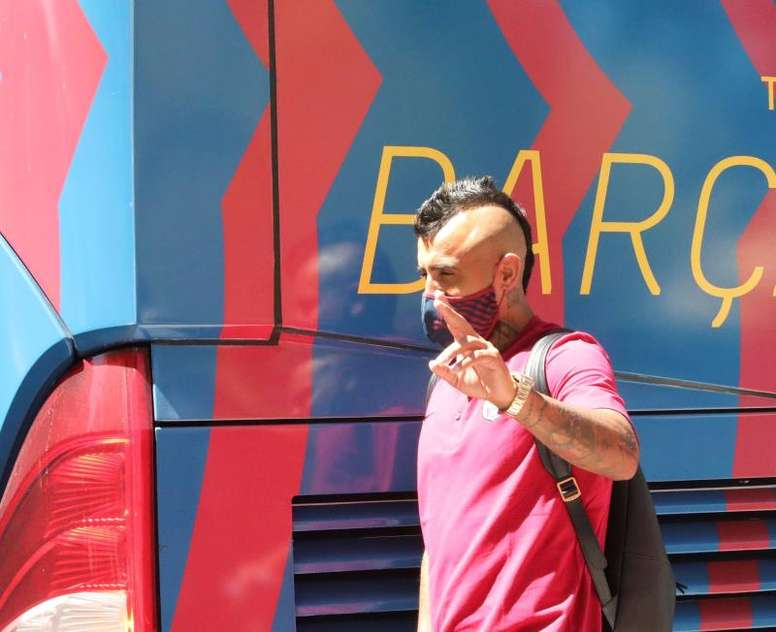 Vidal hace las maletas: vació su taquilla y se despidió de la plantilla. EFE/Carlos García