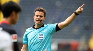Felix Brych will officiate the first Europa League semi-final. EFE