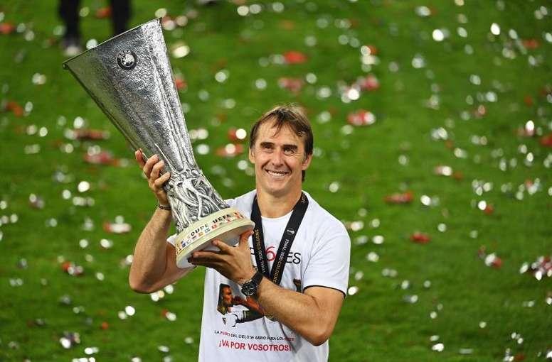 Lopetegui has penned a new deal at Sevilla until 2024. EFE