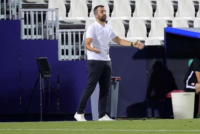 Diego Martínez felicitó a sus jugadores. EFE