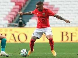 Benfica passa por cima do Famalicão na esteia do Português. EFE
