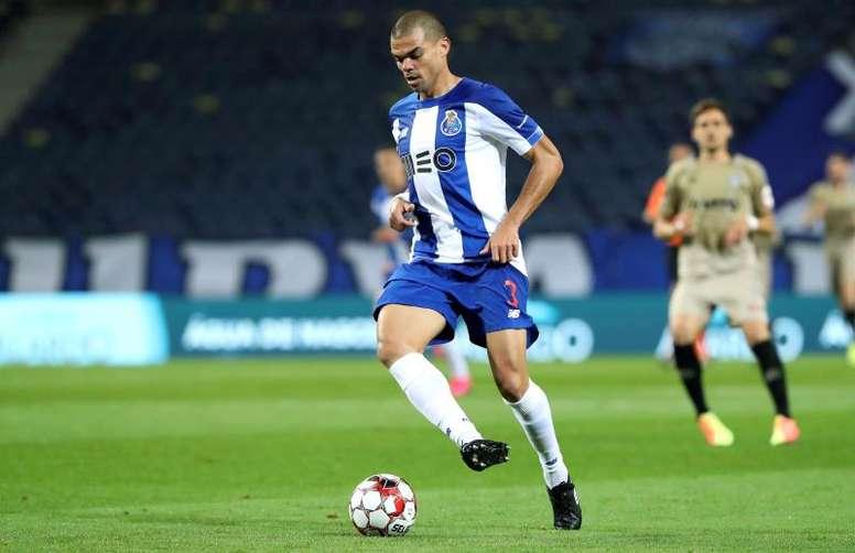 Pepe, furioso com os árbitros da Letônia. EFE