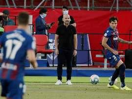 Paco López se lamentó por el gol de la derrota. EFE/Archivo
