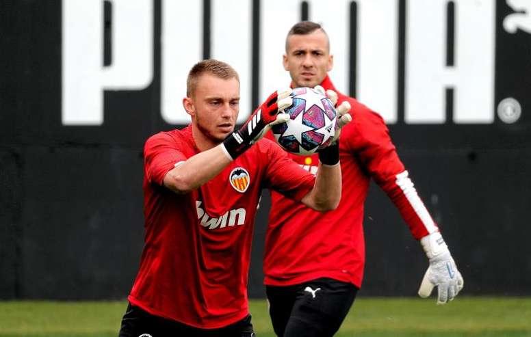 Valencia de Jasper Cillessen avança nos treinos para a temporada 2020/21. EFE/Manuel Bruque/Arquivo