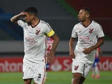 Victoria de Athletico Paranaense con suspense. EFE