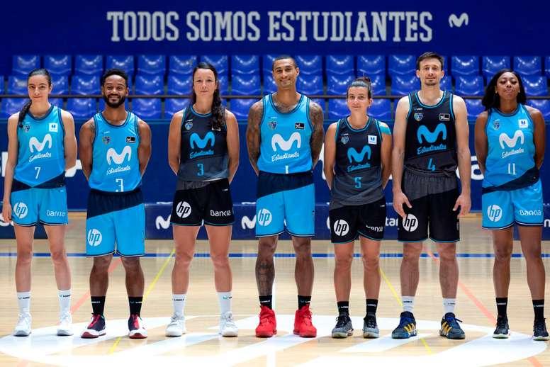 Varios jugadores y jugadoras del Movistar Estudiantes participan este miércoles en la presentación telemática de su equipo, en la que el entrenador del masculino, Javier Zamora, afirmó que están listos para competir y deseando hablar en la cancha. EFE/Juan Pelegrín