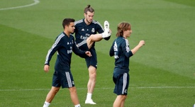 Reguilón (i) y Bale (c) pondrán rumbo a Londres este viernes. EFE/Archivo
