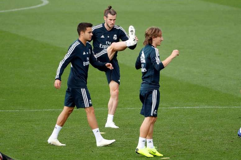 Bale e Reguilón passam por exames médicos no Tottenham. EFE