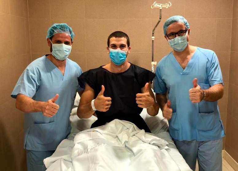 Dejan Todorovic, jugador del Iberostar Tenerife, ha sido intervenido con éxito en Clínica CEMTRO de su rodilla izquierda por los doctores Manuel Leyes y César Flores. EFE/Clínica CEMTRO