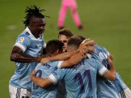 Celta celebrate in a contreversial game. EFE
