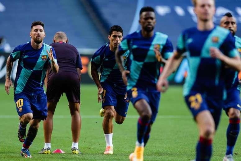 Suárez, que está cerca del Atlético, se ejercitó junto al resto, no así Semedo. EFE