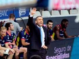 Ibon Navarro, entrenador del MoraBanc Andorra, gesticula durante el partido de la primera jornada de la Liga Endesa entre el MoraBanc Andorra y el UCAM Murcia. EFE/Fernando Galindo