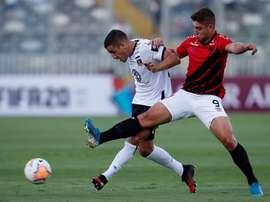 Athletico Paranaense y Colo-Colo miran al liderato y a los octavos. EFE