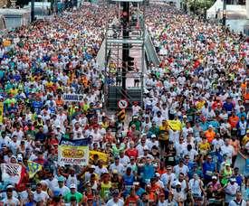 En la imagen. atletas participan en la edición de 2019 de la Carrera Internacional de San Silvestre, en Sao Paulo (Brasil). EFE/Sebastiao Moreira/Archivo