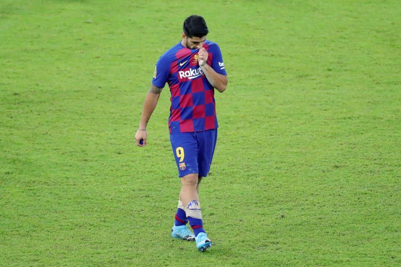 Suárez, en el campo con el Barça