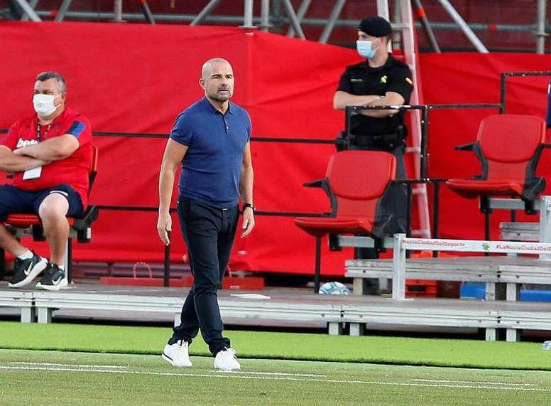 Paco López habló en la rueda de prensa previa. EFE