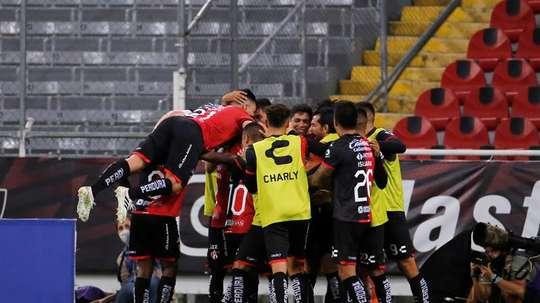 Mauro Fernández le dio el triunfo a Atlas con su autogol. EFE