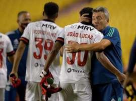 Flamengo logra rascar un empate en el partido de la discordia. EFE