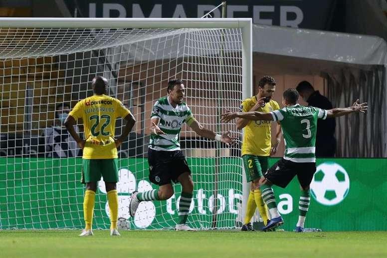 El Sporting cumple en el estreno de Porro y Adán. EFE