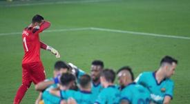 A Asenjo no se le da bien viajar al Camp Nou. EFE