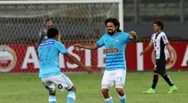 Cazulo cuelga las botas y deja un recuerdo imborrable con Sporting Cristal. EFE/Ernesto Arias