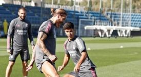 Ramos, 'cazado' bromeando sobre la ropa de entrenamiento. EFE