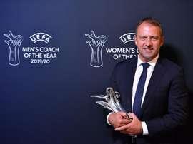 Flick, de solución para unos días a mejor entrenador de la Champions. EFE