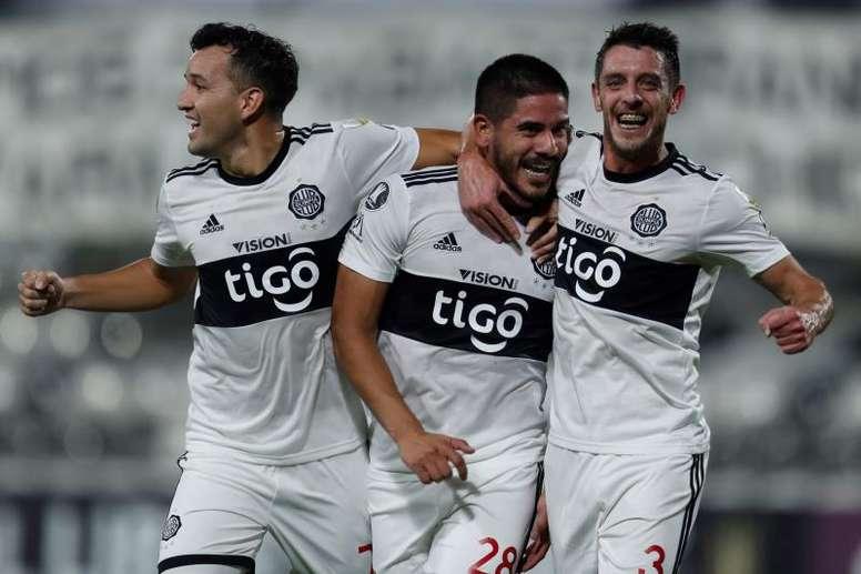 Olimpia rescata un punto en un añadido de locos: ¡dos goles y dos expulsados! EFE
