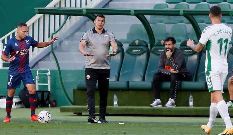 Almirón alabó el trabajo de su equipo en líneas generales. EFE/Manuel Lorenzo
