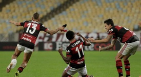 Flamengo remonta e iguala a Atlético Mineiro en la cima. EFE