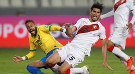 Neymar é um dos melhores do mundo, mas é um palhaço, diz zagueiro do Peru. EFE