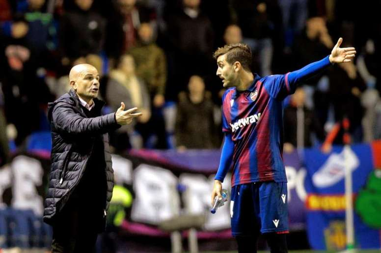 Paco López tendrá a todos a su disposición ante el Athletic. EFE